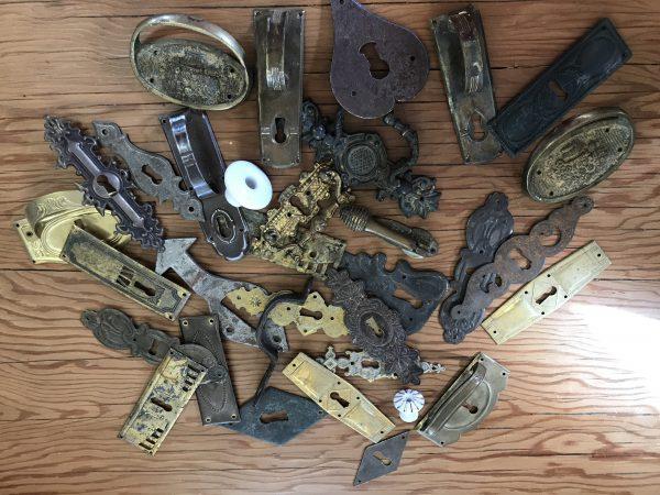 Restaurationsbedarf, antike Beschläge, alte Schlüssel